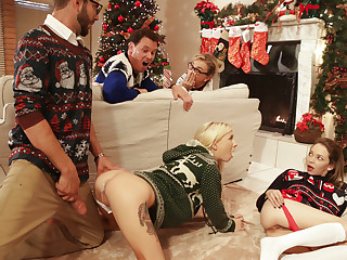 Angel Panties & Kenzie Reeves in Christmas Unobtrusive Sex - NUBILESPorn