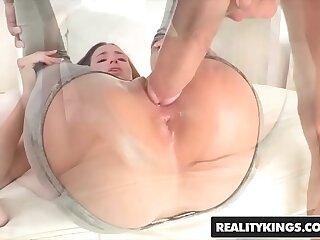 RealityKings - Teens Love Huge Cocks - (Belle Knox Chris Strokes) - Belle Hinge