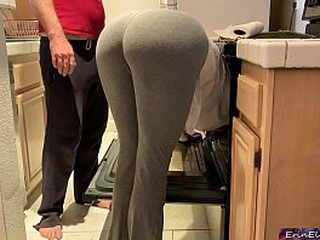 Silly stepmom pretends to get stuck in the oven to get sex